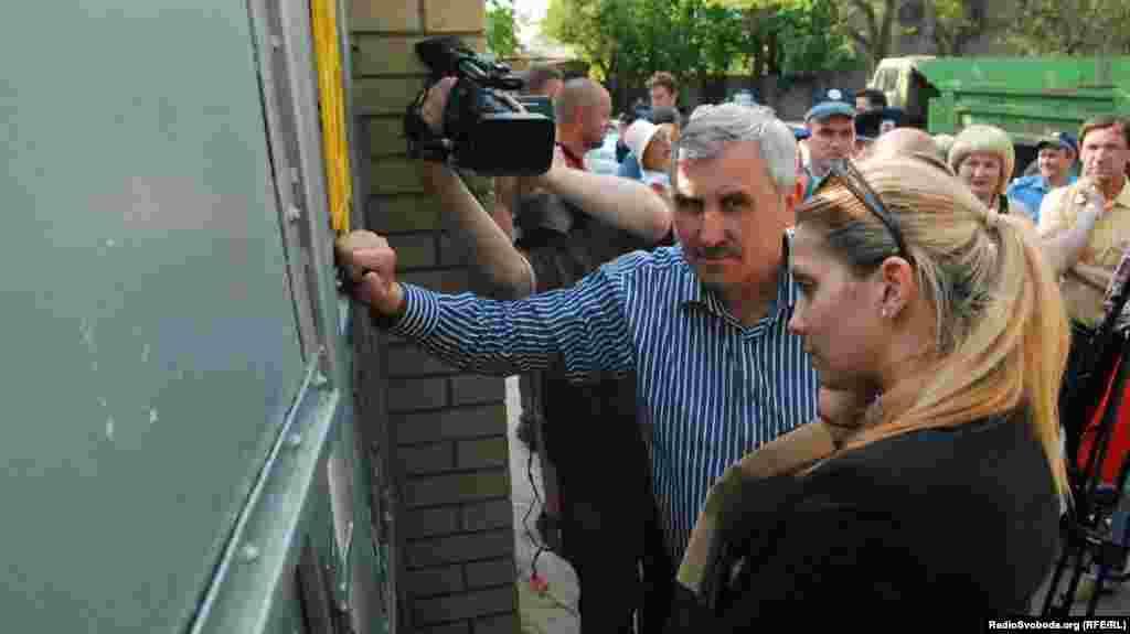 Євгенію Тимошенко та Сергія Саса не пускають до колонії