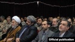 حمید بقایی در کنار علیرضا مقیمی در مراسم معارفه وی به عنوان مدیر منطقه آزاد ارس