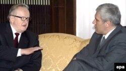 Мартти Ахтисаари с президентом Сербии Борисом Тадичем (справа)
