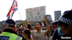 Недавний протест на Трафальгарской площади против новых ограничений из-за эпидемии COVID-19. Сентябрь 2020 г.