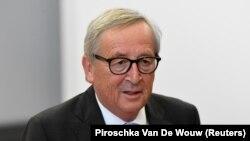 Претседателот на ЕК, Жан-Клод Јункер, вели дека напорите за ширење сомнежи преку интернет за неопходноста од вакцини се вклопуваат во целокупното дејствување на ЕК за спротивставување на дезинформациите.