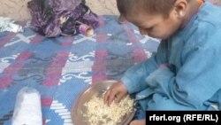 فقر، بېوزلي د خوراکي نهخوندیتوب لاملونه دي.