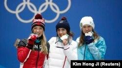 Призеры Олимпиады в Пхёнчхане в женском могуле (слева направо): Жюстин Дюфур-Лапуант (Канада), Перрин Ляфон (Франция), Юлия Галышева (Казахстан). 12 февраля 2018 года.