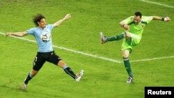 Фрагмент матча Колумбия - Уругвай