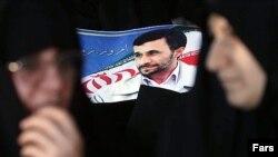 مشاور رییس جمهوری ایران می گوید: محمود احمدى نژاد مانند دور اول، براى مبارزات انتخاباتى خود هزينه نخواهد كرد.