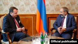 Armenia - Armenian Prime Minister Nikol Pashinian (R) meets with U.S. Ambassador Richard Mills in Yerevan, 18 May 2018.