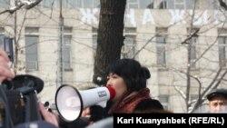 Қозоғистонлик фаол Ризода Жакипбек, Олмаота, 2012 йил 25 феврал.