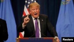 АҚШ-тағы президент сайлауына түсіп жатқан Дональд Трамп. 23 ақпан 2016 жыл.