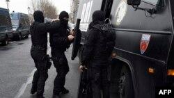 Сотрудники спецназа французской полиции. Париж, 8 января 2015 года.