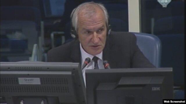 Velimir Đunić svjedoči na suđenju Karadžiću, 27. studeni 2012.