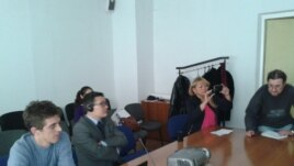 Гражданские активисты наблюдают за ходом отчета делегации из Казахстана на 20-й сессии Универсального периодического обзора. Алматы, 30 октября 2014 года.