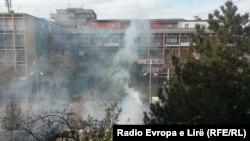 Косоводогу Конституциялык соттун имаратынын алдында колго жасалган граната жарылды.