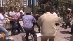 В Бишкеке мужчина пытался поджечь себя перед Белым домом