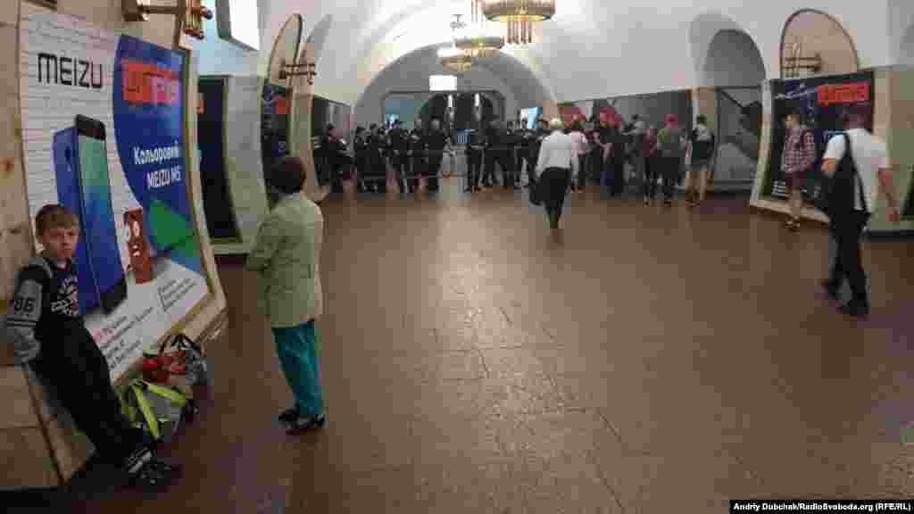 Для гарантування безпечної евакуації були зачинені станції метро Льва Толстого та Палац Спорту