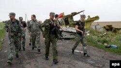 «Прем'єр» угрупування «ДНР» на місці катастрофи «Боїнга-777»