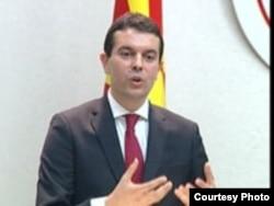 """""""Зборот 'република' пред името Македонија овозможува дистинкција меѓу земјата и географскиот регион, вели министерот Никола Поповски"""