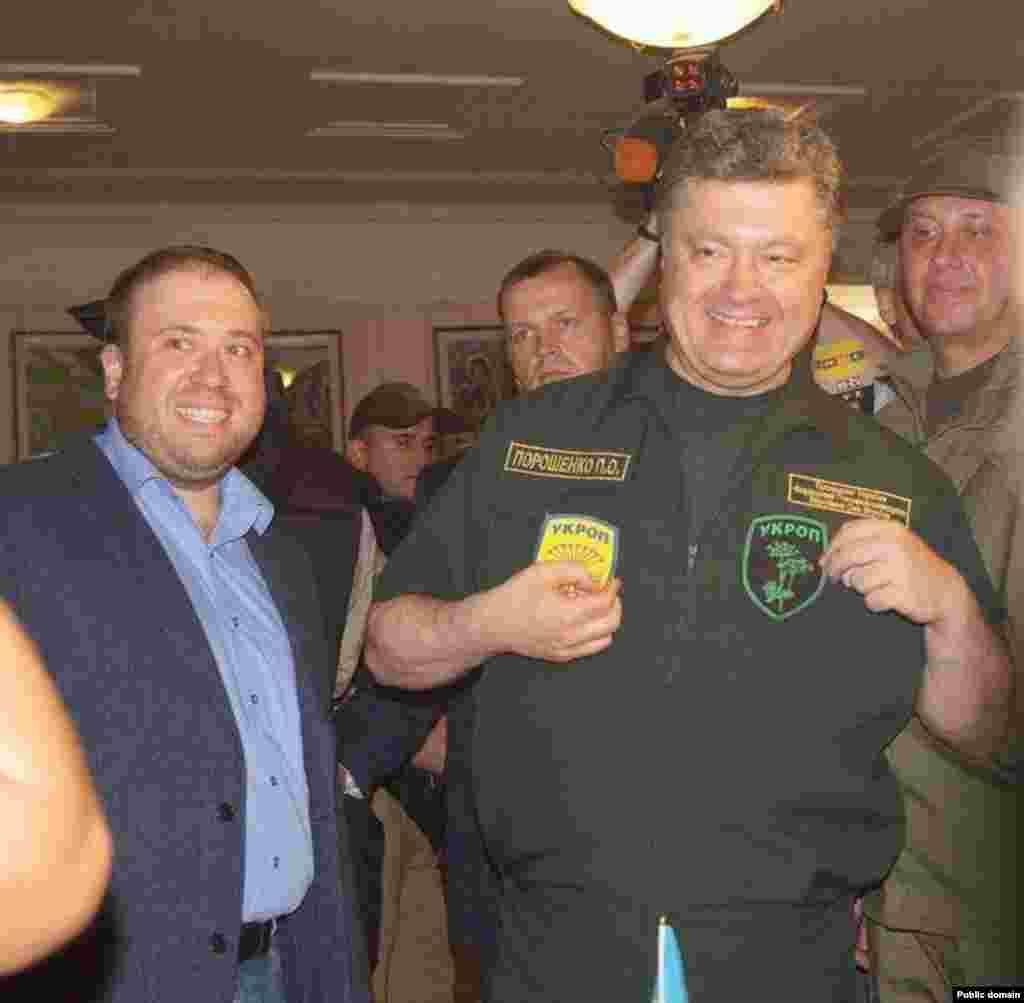 «Нехай вони нас називають «укропами». Тому що УКРОП розшифровується дуже просто – «Український опір»», – заявив Порошенко.