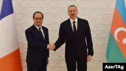 Azerbaijani President Ilham Aliyev welcomes French President Francois Hollande to Baku on April 25.