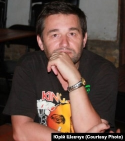 Автор статті Юрій Шевчук, професор Колумбійського університету, український мовознавець, журналіст