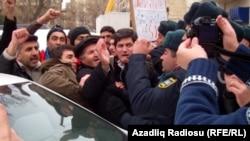 Bakıda Fransa səfirliyi qarşısında etirazlar, 25 yanvar 2012