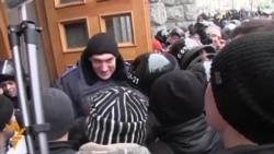 Press Locked Out As Kharkiv Mayor Kernes Sworn In