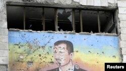 Fasada policijske akademije u Alepu 4.marta 2013.