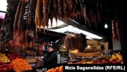 Часть аналитиков призывают власти в полной мере воспользоваться ситуацией и увеличить поставки грузинской сельхозпродукции на российский рынок
