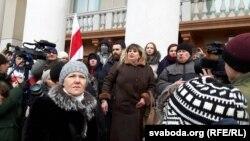 Сьвятлана Ботвіч (у цэнтры) на дэманстрацыі пратэсту