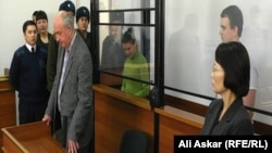Подсудимые Сергей Наумцев и Виктория Савич во время оглашения приговора. Актобе, 6 февраля 2014 года.