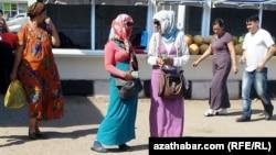 "Dollaryň ""gara bazary"". Türkmenabat"