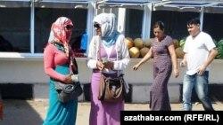 Türkmenistanda dollar söwdegärleri