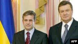 Президент України Віктор Янукович і посол Росії Михайло Зурабов