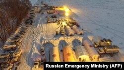 Echipele de urgență la locul prăbușirii avionului Antonov-148 în districtul Ramensky de la periferia Moscovei, 12 februarie 2018.
