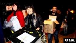 Kosovo - Closure of polling stations, 15Nov2009