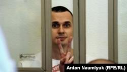 Олег Сенцов в зале суда 19 августа. Снимок Антона Наумлюка