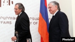 Armenia - Foreign Minister Edward Nalbandian (R) and Uruguay's Foreign Minister Luis Almagro arrive at a news conference in Yervan, 4May2012.