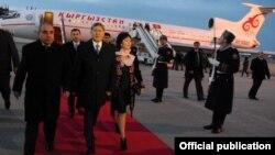 Президента Кыргызстана с супругой