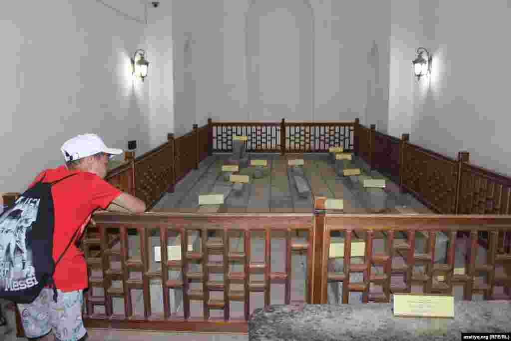 Помещение, в котором похоронены казахские ханы, бии и батыры.