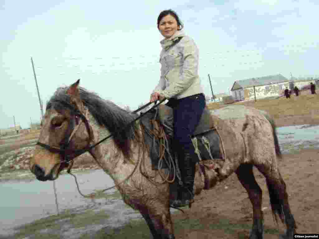 Девушка на коне.