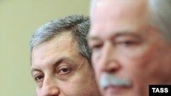 """ზურაბ ნოღაიდელი, მოძრაობის """"სამართლიანი საქართველოსთვის"""" ლიდერი (მარცხნივ) და ბორის გრიზლოვი, რუსეთის მმართველი პარტიის, """"ედინაია როსიას"""" უმაღლესი საბჭოს თავმჯდომარე"""