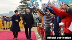 Президент Южной Кореи Пак Кын Хе и президент Казахстана Нурсултан Назарбаев. Сеул, 10 ноября 2016 года