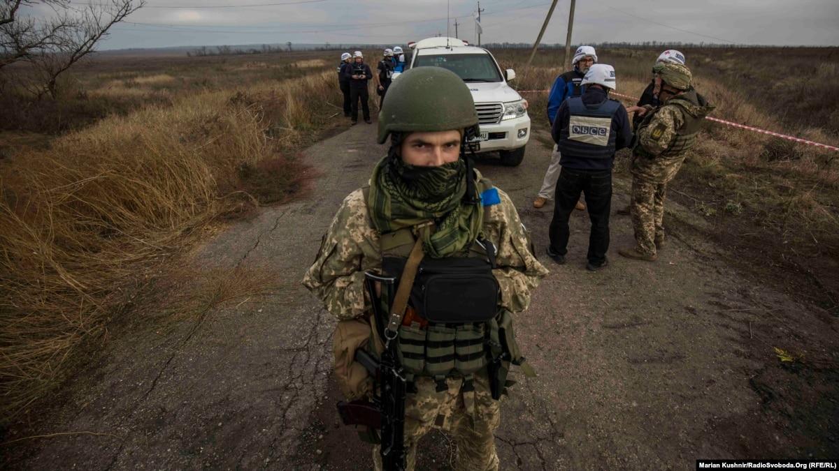 Донбасс: вблизи Петровского зеркальное разведения войск – фоторепортаж