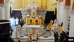Прощание с епископом Луиджи Падовезе