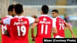 تصویری از بازی تیم های پرسپولیس و نفت تهران.