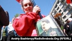 Ուկրաինա - Ստալինի դիմանկարով երթ Կիևում՝ Հաղթանակի օրը, 9-ը մայիսի, 2011թ․