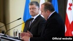 Президент України Петро Порошенко (л) і президент Грузії Ґіорґі Марґвелашвілі, Тбілісі, 18 липня 2017 року