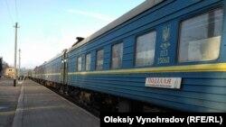 Поїзд на вокзалі в Лисичанську