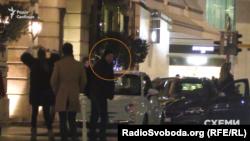Віталій Хомутинник прибув до готелю Four seasons