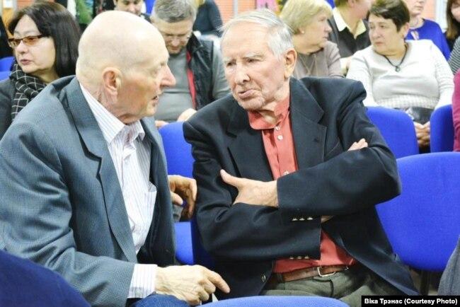 Кастусь Цьвірка і Анатоль Вярцінскі. Фота Вікі Трэнас