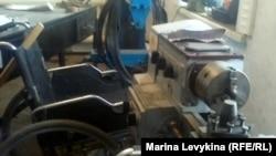 Цех по ремонту инвалидных колясок. Семей, 10 января 2013 года.